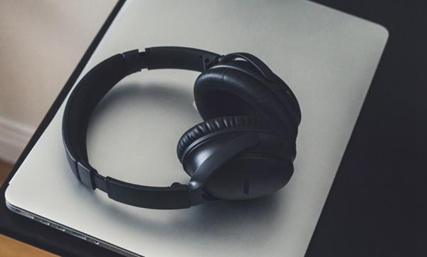 精致的耳机图片_WWW.66152.COM