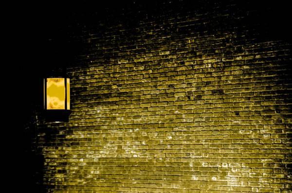照亮黑夜的灯的图片_WWW.66152.COM