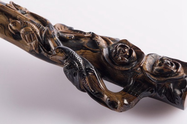 复古木质雕刻烟嘴图片_WWW.66152.COM