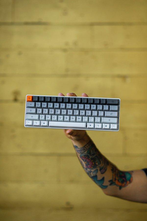 简约精致的键盘图片_WWW.66152.COM
