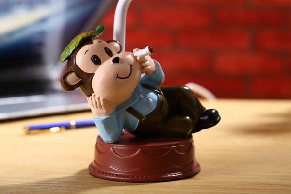 卡通小猴子台灯图片_WWW.66152.COM