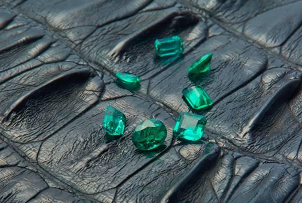 各种颜色的钻石图片_WWW.66152.COM