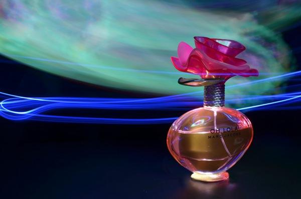 各种颜色不同味道的香水图片_WWW.66152.COM