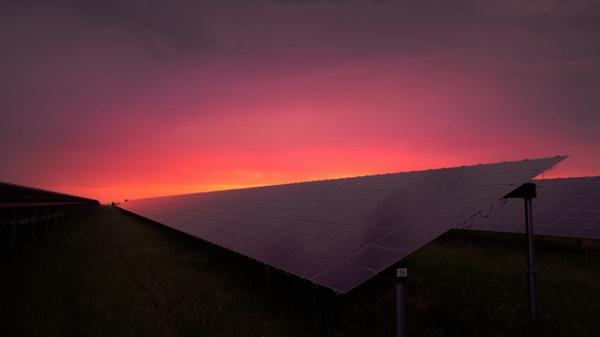 环保太阳能电池板图片_WWW.66152.COM