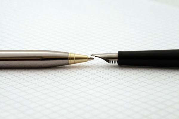 书写工具钢笔图片_WWW.66152.COM