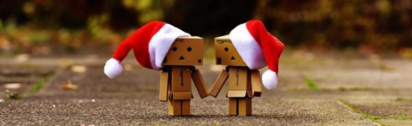 戴着红色圣诞帽的纸盒人玩具图片_WWW.66152.COM