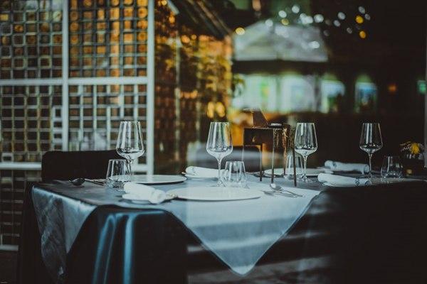 桌上的西式餐具图片_WWW.66152.COM