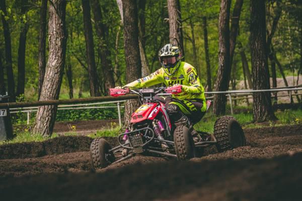 四轮摩托赛车比赛图片_WWW.66152.COM