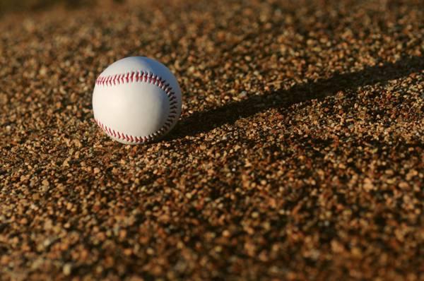 棒球和棒球棍图片_WWW.66152.COM