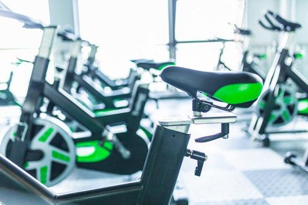 健身房单车图片_WWW.66152.COM