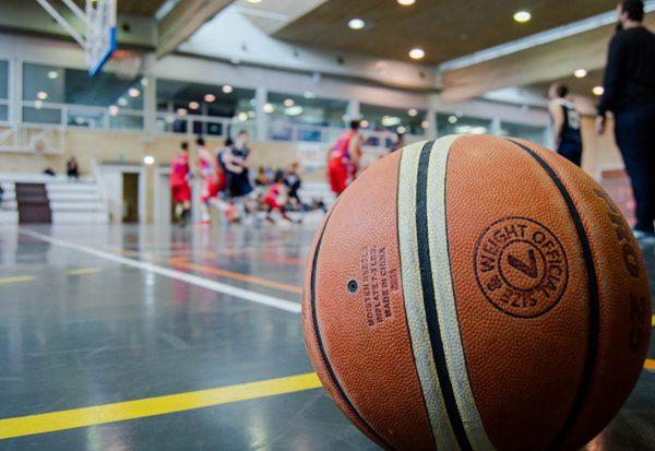 篮球的特写图片_WWW.66152.COM