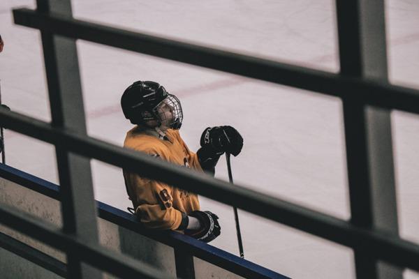 冰上曲棍球比赛现场图片_WWW.66152.COM