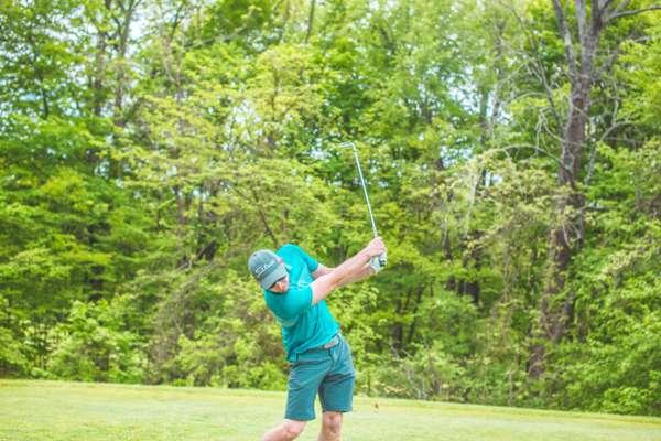休闲的高尔夫运动图片_WWW.66152.COM