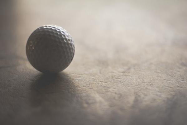 高尔夫球杆和高尔夫球的图片_WWW.66152.COM