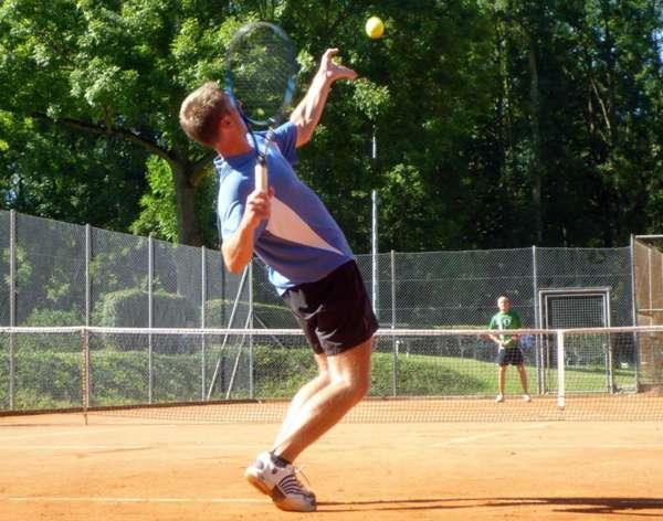 充满竞技性的网球运动图片_WWW.66152.COM