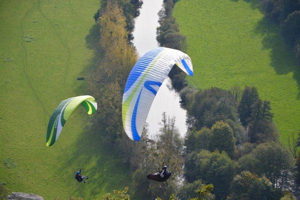 有挑战性的滑翔伞运动图片_WWW.66152.COM