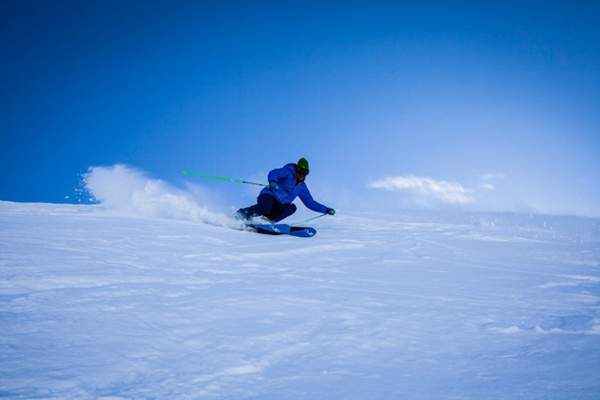 高山滑雪运动图片_WWW.66152.COM