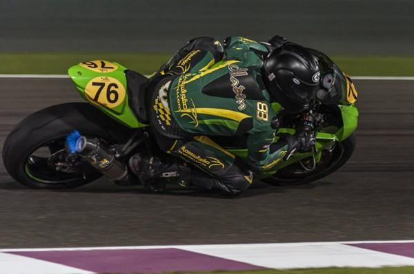 摩托车赛车比赛转弯瞬间抓拍图片_WWW.66152.COM