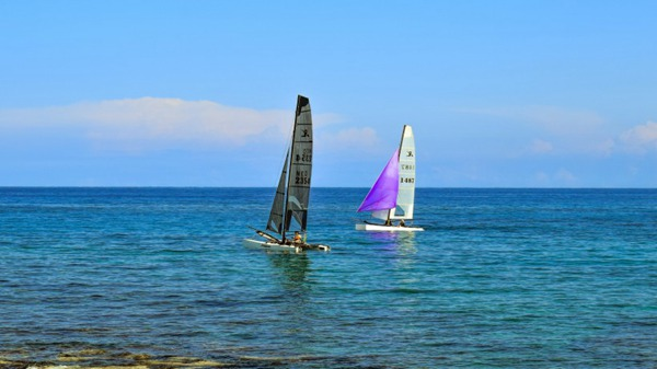 奔向远方梦想的帆船图片_WWW.66152.COM