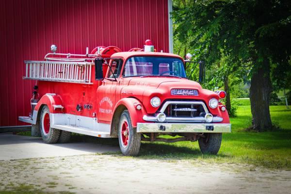 紧急救火的消防车图片_WWW.66152.COM