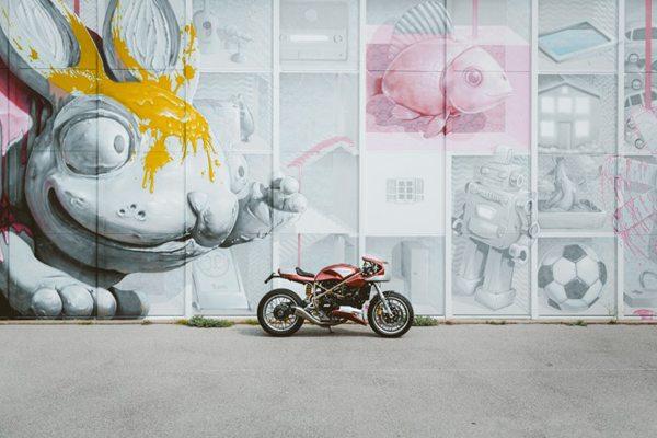 街上的摩托图片_WWW.66152.COM