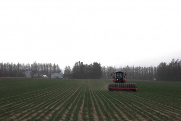 农业拖拉机图片_WWW.66152.COM