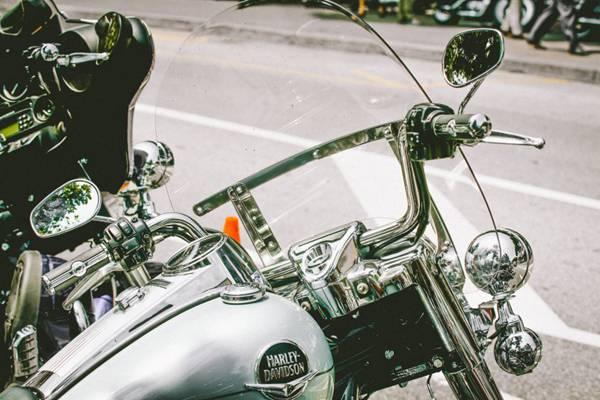 金属制造的摩托车图片_WWW.66152.COM