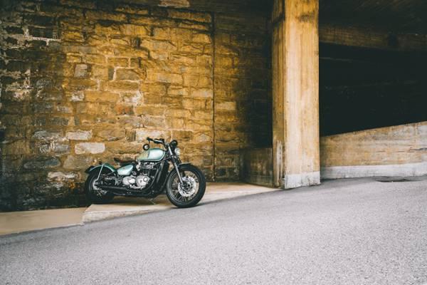 摩托车的特写图片_WWW.66152.COM