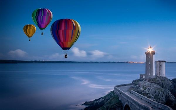 空中飘荡的热气球图片_WWW.66152.COM