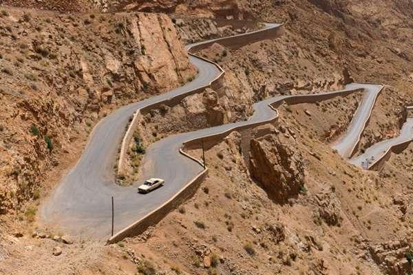 弯曲的山路图片_WWW.66152.COM