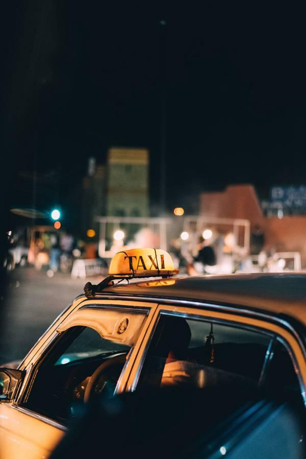不同款式的出租车图片_WWW.66152.COM