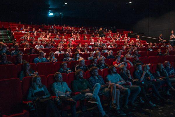 电影院的座椅图片_WWW.66152.COM