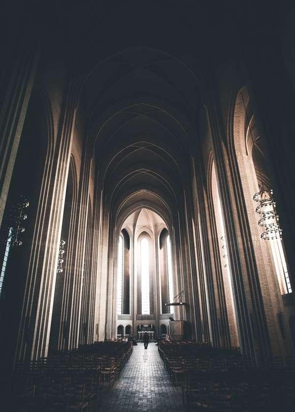 肃穆的教堂图片_WWW.66152.COM