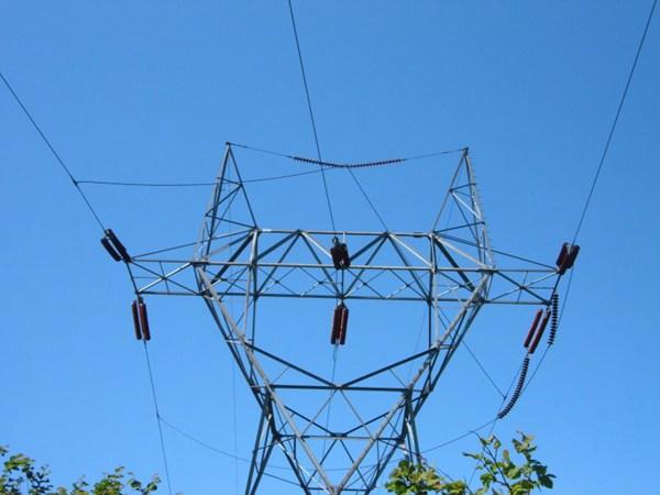 高大的输电线路铁塔图片_WWW.66152.COM