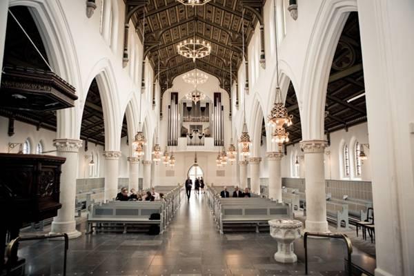神圣的教堂图片_WWW.66152.COM