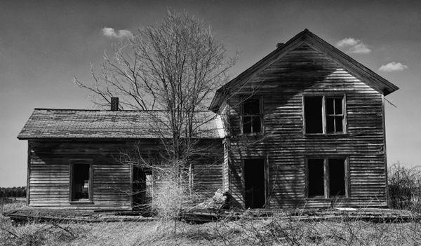 郊外的木屋图片_WWW.66152.COM