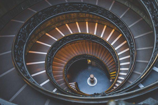 设计独特的旋转楼梯图片_WWW.66152.COM
