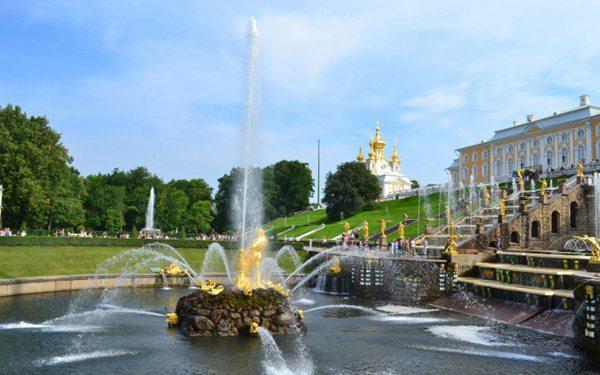 彼得大帝夏宫建筑风景图片_WWW.66152.COM