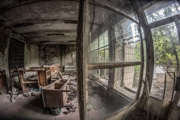 废弃的破旧房屋图片_WWW.66152.COM