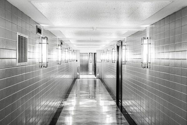 长长的走廊图片_WWW.66152.COM