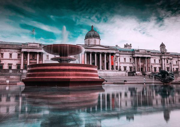 城市里的人工喷泉图片_WWW.66152.COM