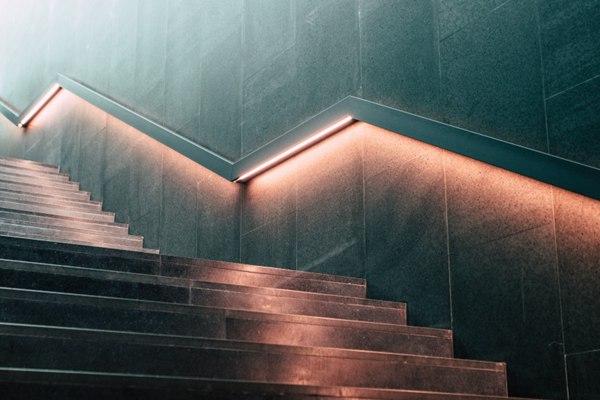室外的楼梯图片_WWW.66152.COM