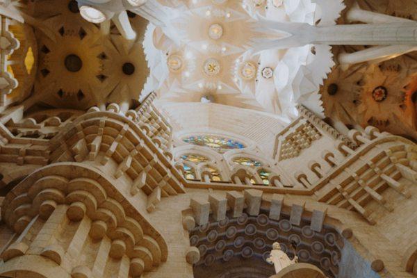 西班牙巴塞罗那的教堂图片_WWW.66152.COM