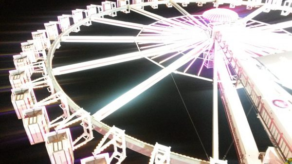 高大的摩天轮图片_WWW.66152.COM