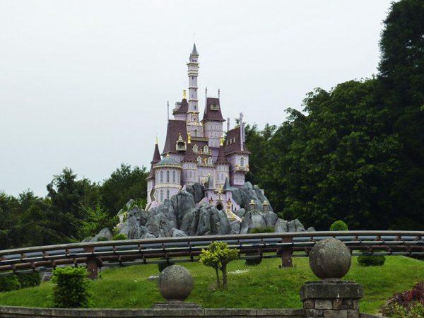迪尼斯城堡图片_WWW.66152.COM