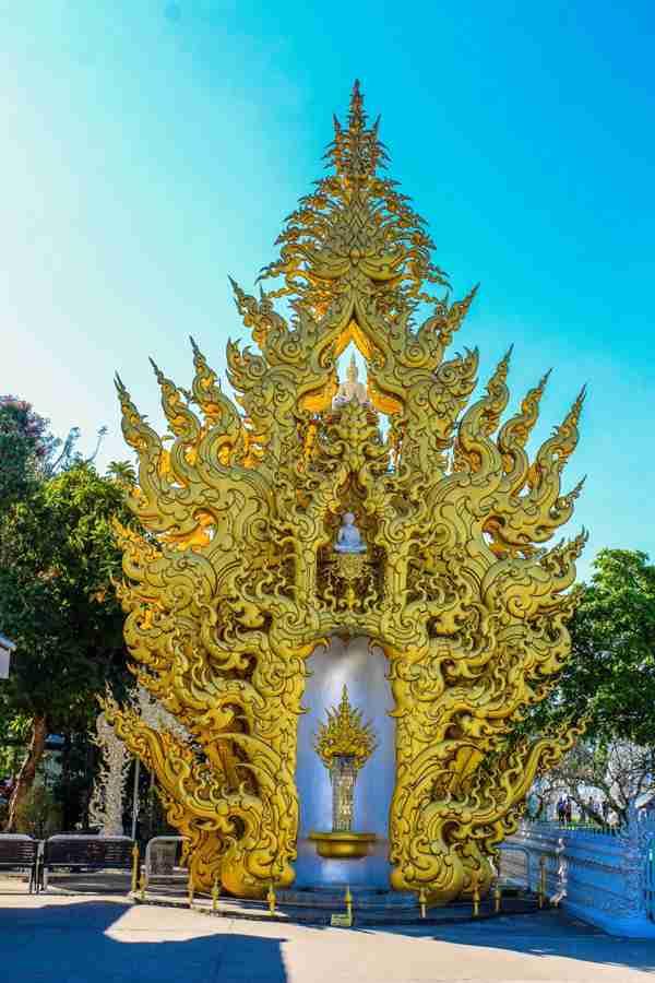 雕刻精美的佛教建筑图片_WWW.66152.COM