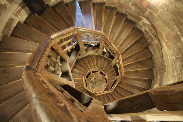 独特的旋转楼梯图片_WWW.66152.COM