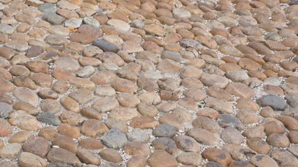 鹅卵石铺的路图片_WWW.66152.COM
