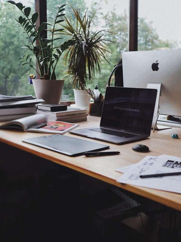 整洁的办公桌图片_WWW.66152.COM