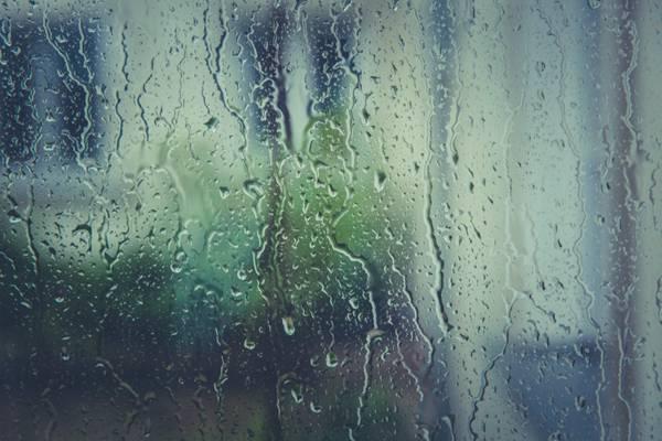 沾满水珠的玻璃图片_WWW.66152.COM